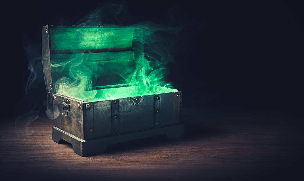 Illustrasjonsbilde: open pandora's box with green smoke on a wooden background